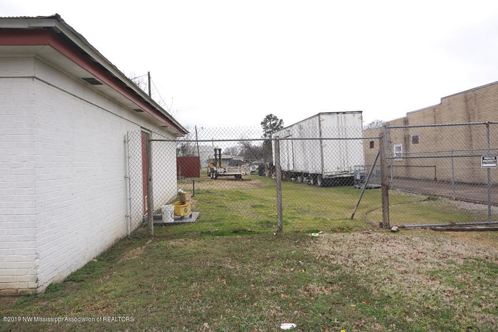107 Lee Street, Panola, Mississippi 38666, ,Commercial,For Sale,Lee Street,325700