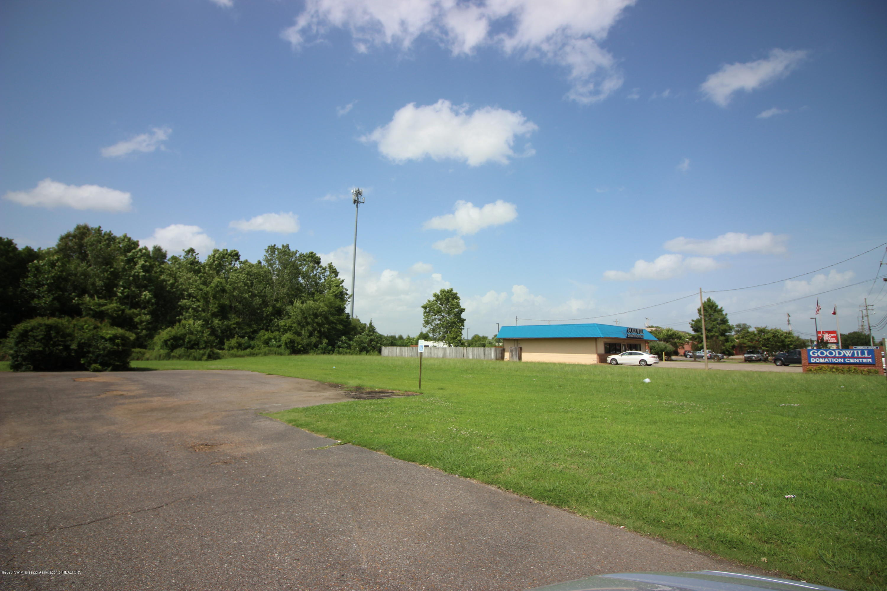 2550 Goodman Road, DeSoto, Mississippi 38637, ,Commercial,For Sale,Goodman,329889