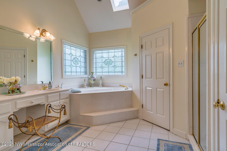 Salon Master Bath