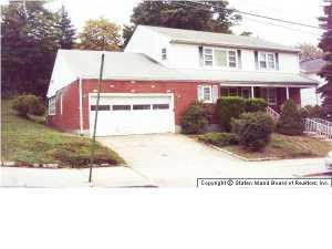 135 Roosevelt Avenue, Staten Island, NY 10314