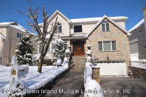 Beautiful Colonial- 3 zone ice melt: never shovel again