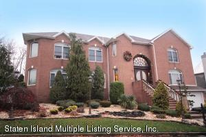 165 Nicolosi Dr, Staten Island, NY 10312