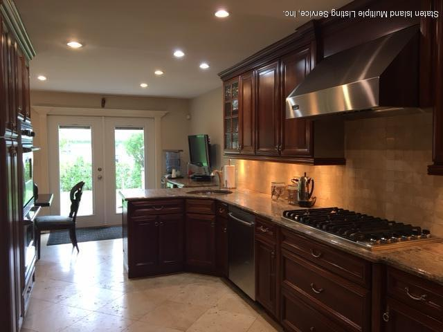 Single Family - Detached 144 Four Corners Rd   Staten Island, NY 10304, MLS-1110455-13