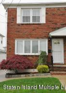 Beautiful semi attached 3 bedroom 3 bath home in Richmondtown.