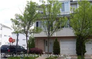20 Red Cedar Lane, Staten Island, NY 10309