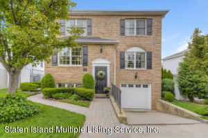 35 Putters Court, Staten Island, NY 10301