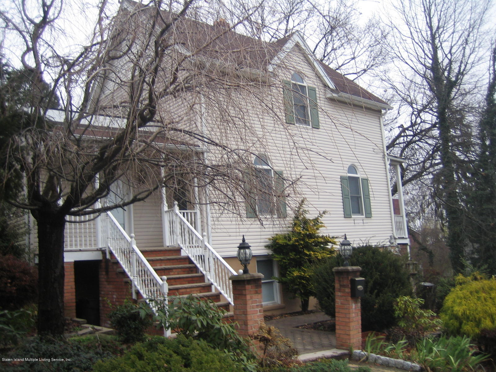 Two Family - Detached in Grymes Hill - 50 Ridgefield Avenue 1 & 2  Staten Island, NY 10304