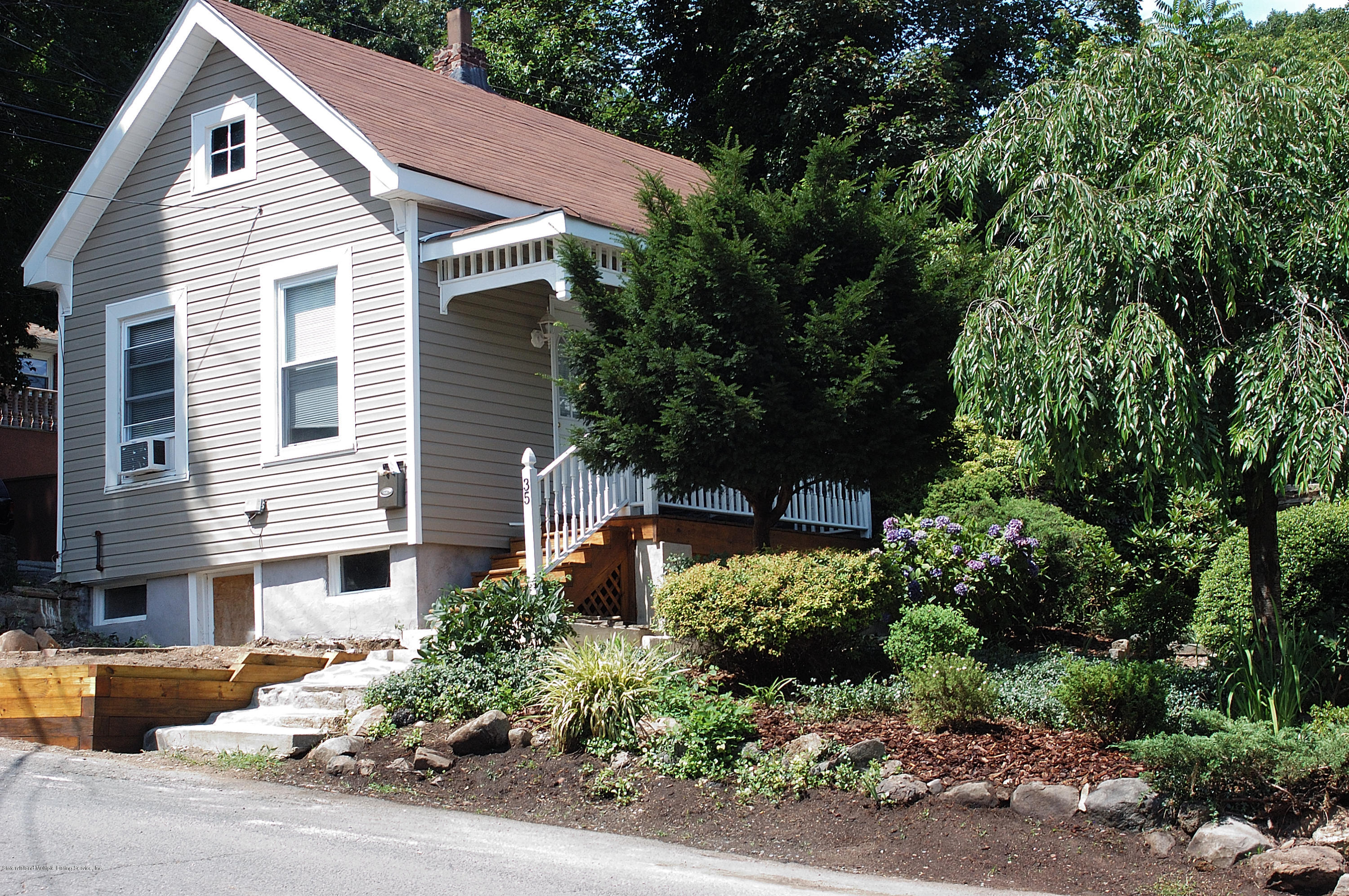 Single Family - Detached in Grymes Hill - 35 Cunard Place 1 & 2  Staten Island, NY 10304