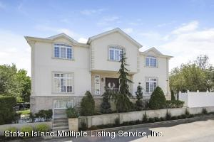 Magnificent 4 bedroom colonial