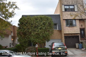 17 Russek Drive, Staten Island, NY 10312