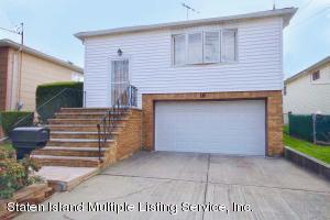 16 Drumgoole Road E, Staten Island, NY 10312