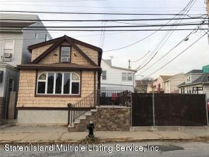 49 Robin Road, Staten Island, NY 10304
