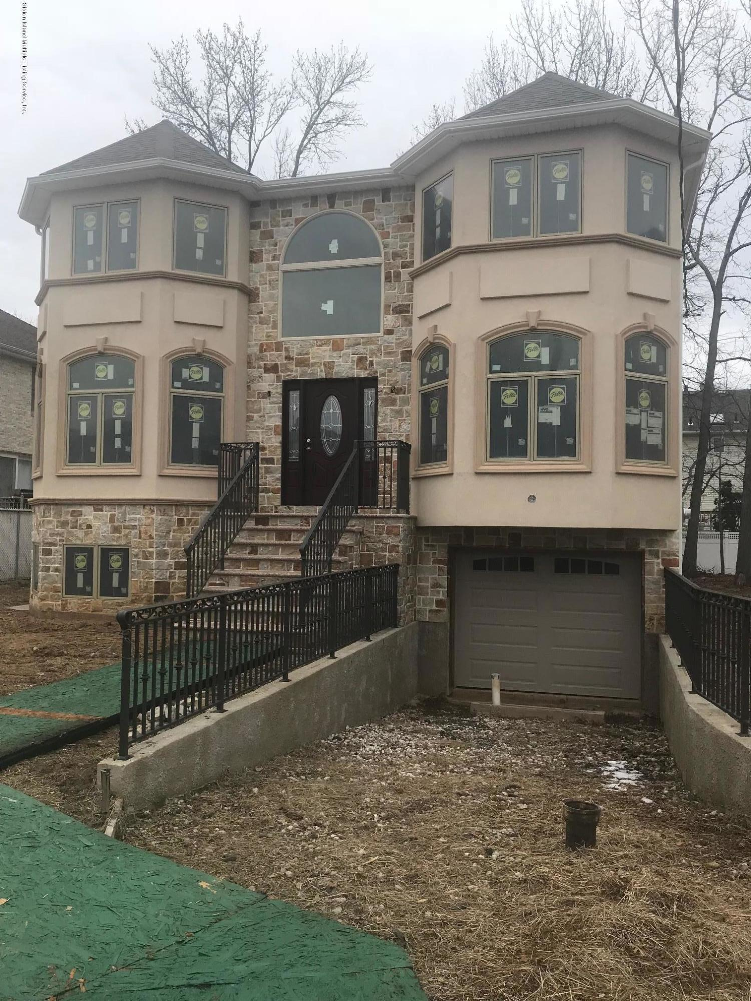 Single Family - Detached in Tottenville - 7 Tucci Court  Staten Island, NY 10309