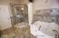 Large Master Bedrm Bath