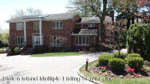106 St. James Place, Staten Island, NY 10304