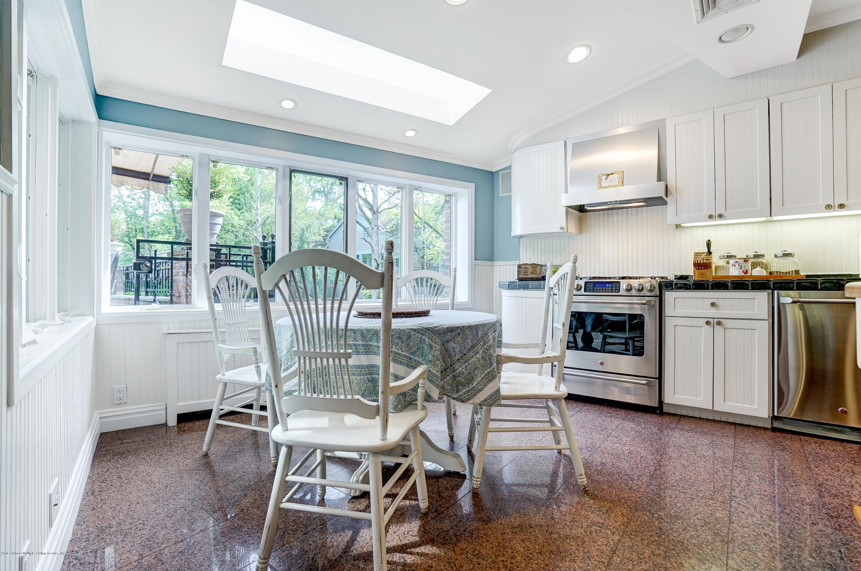 641 Todt Hill Road, Staten Island, NY 10304 - Holly\'s Staten Island ...