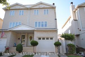 4 Bedrm-4 Bath Home waits for you,Garage, Fin Basement with door to yard