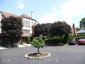 46 Fox Hunt Court, Staten Island, NY 10301