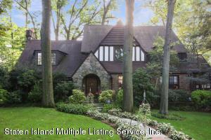 16 Lynnhaven Place, Staten Island, NY 10310