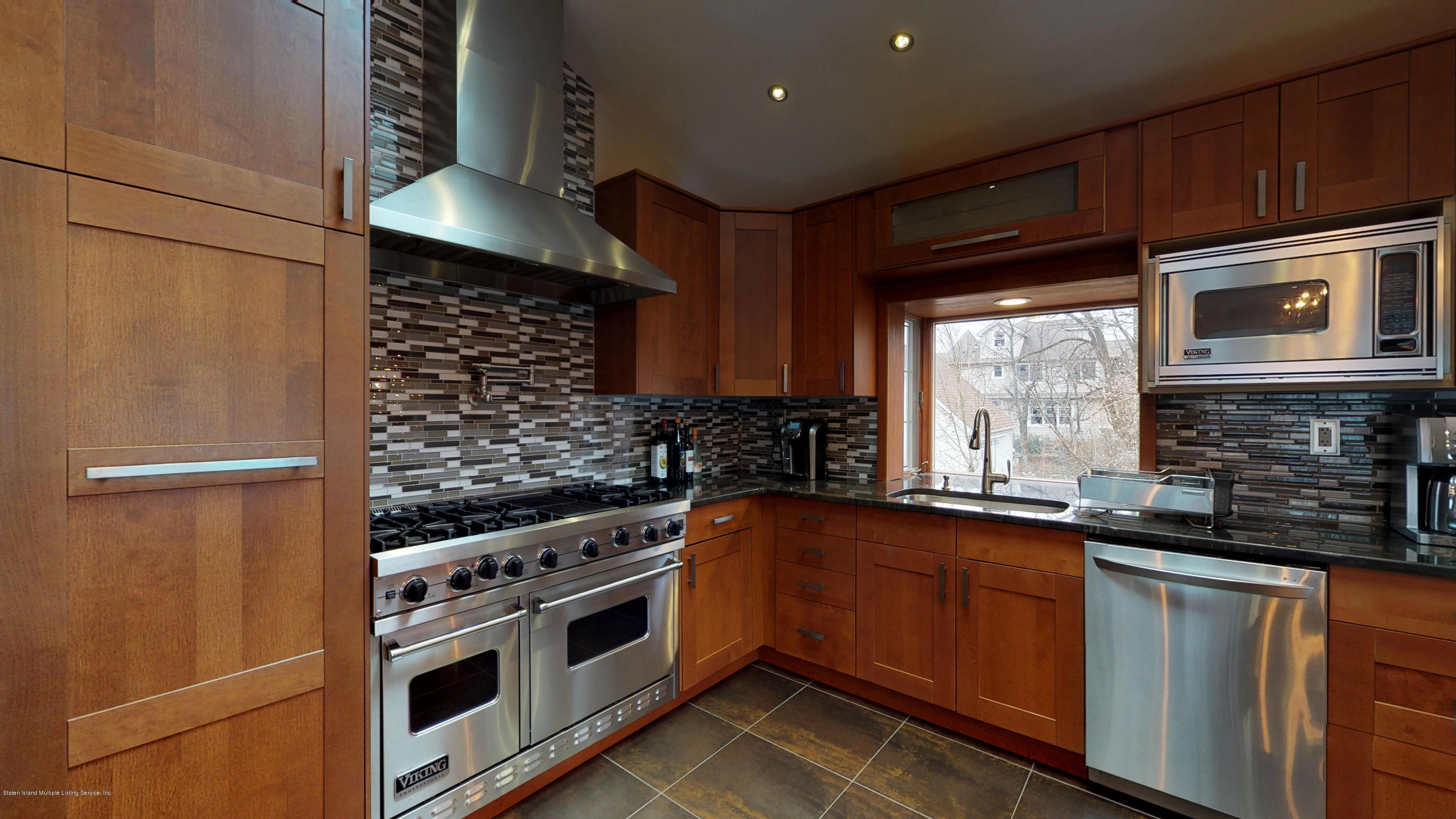 Single Family - Detached 8 Bland Place  Staten Island, NY 10312, MLS-1124910-17