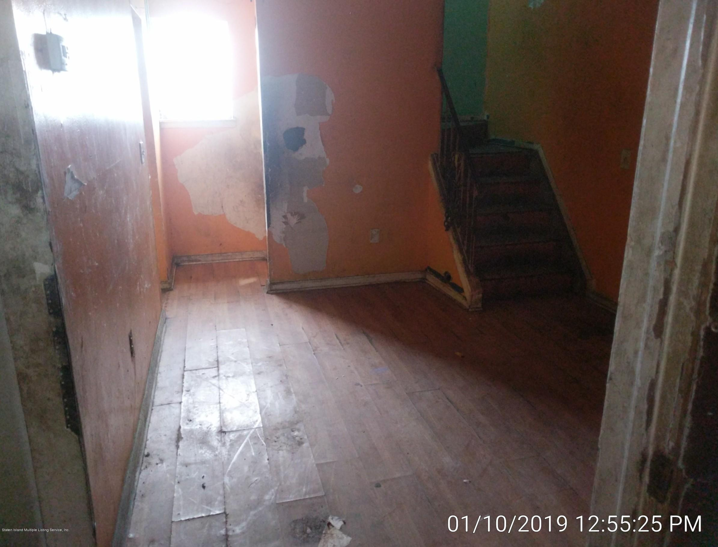 Single Family - Semi-Attached 14 Giordan Court  Staten Island, NY 10303, MLS-1125637-7