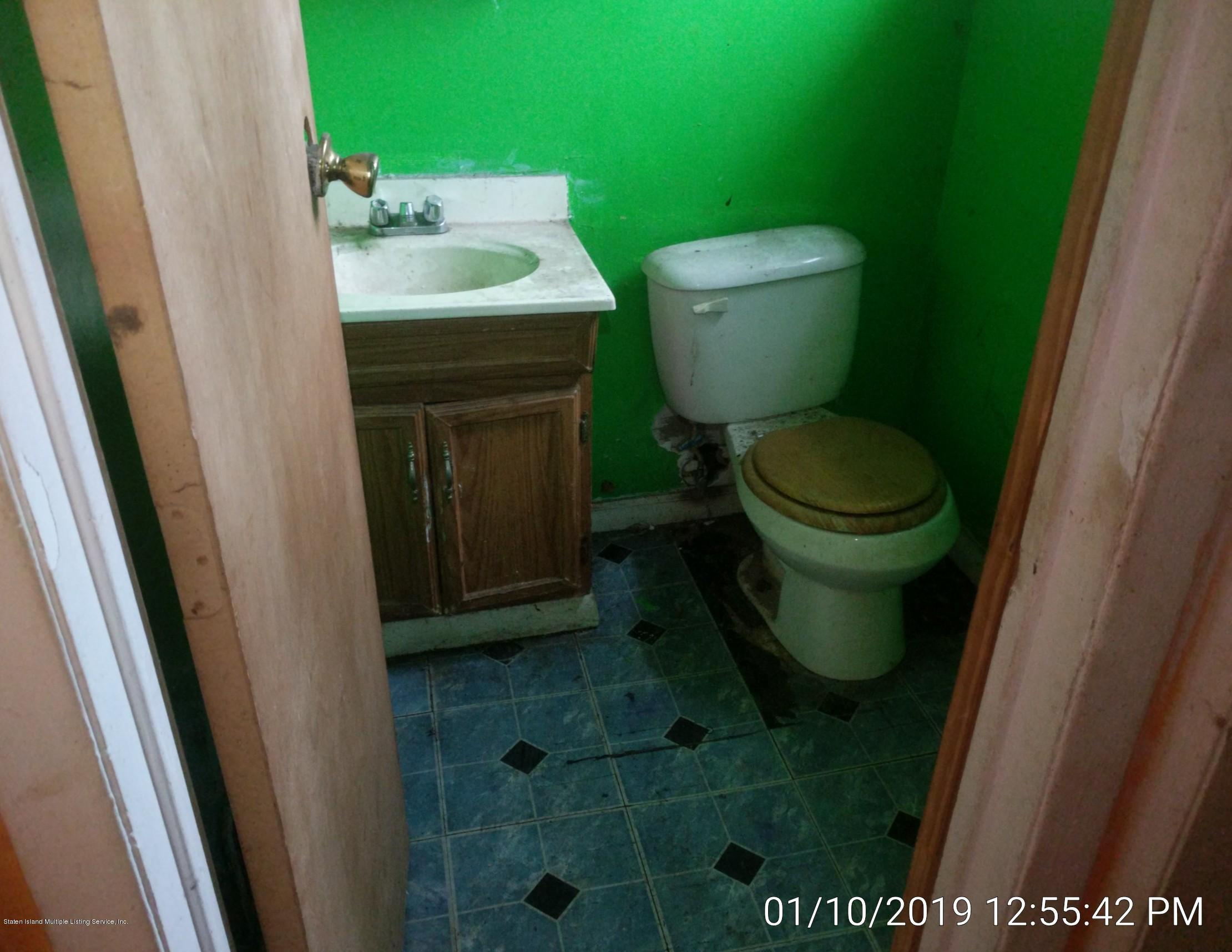 Single Family - Semi-Attached 14 Giordan Court  Staten Island, NY 10303, MLS-1125637-9