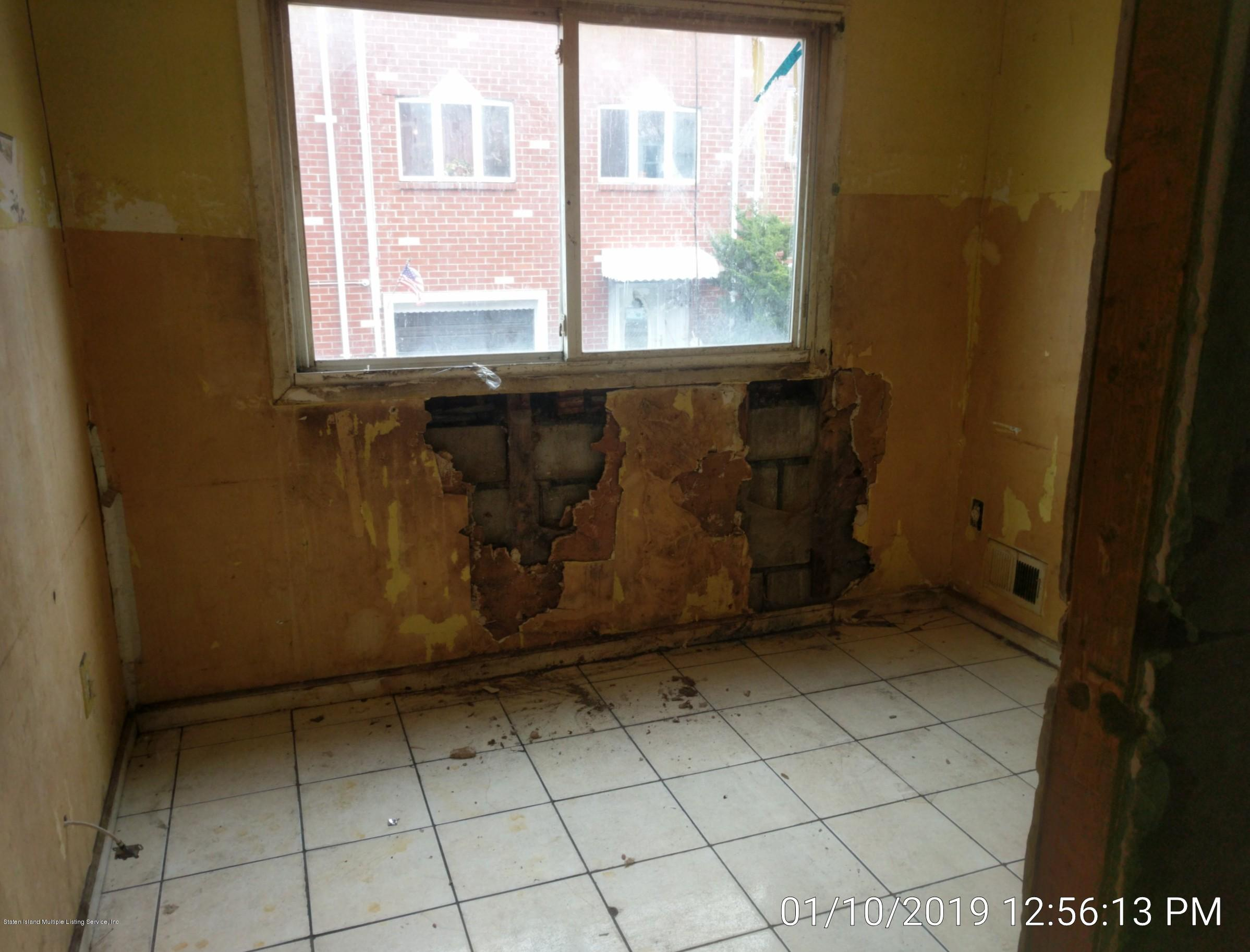 Single Family - Semi-Attached 14 Giordan Court  Staten Island, NY 10303, MLS-1125637-11