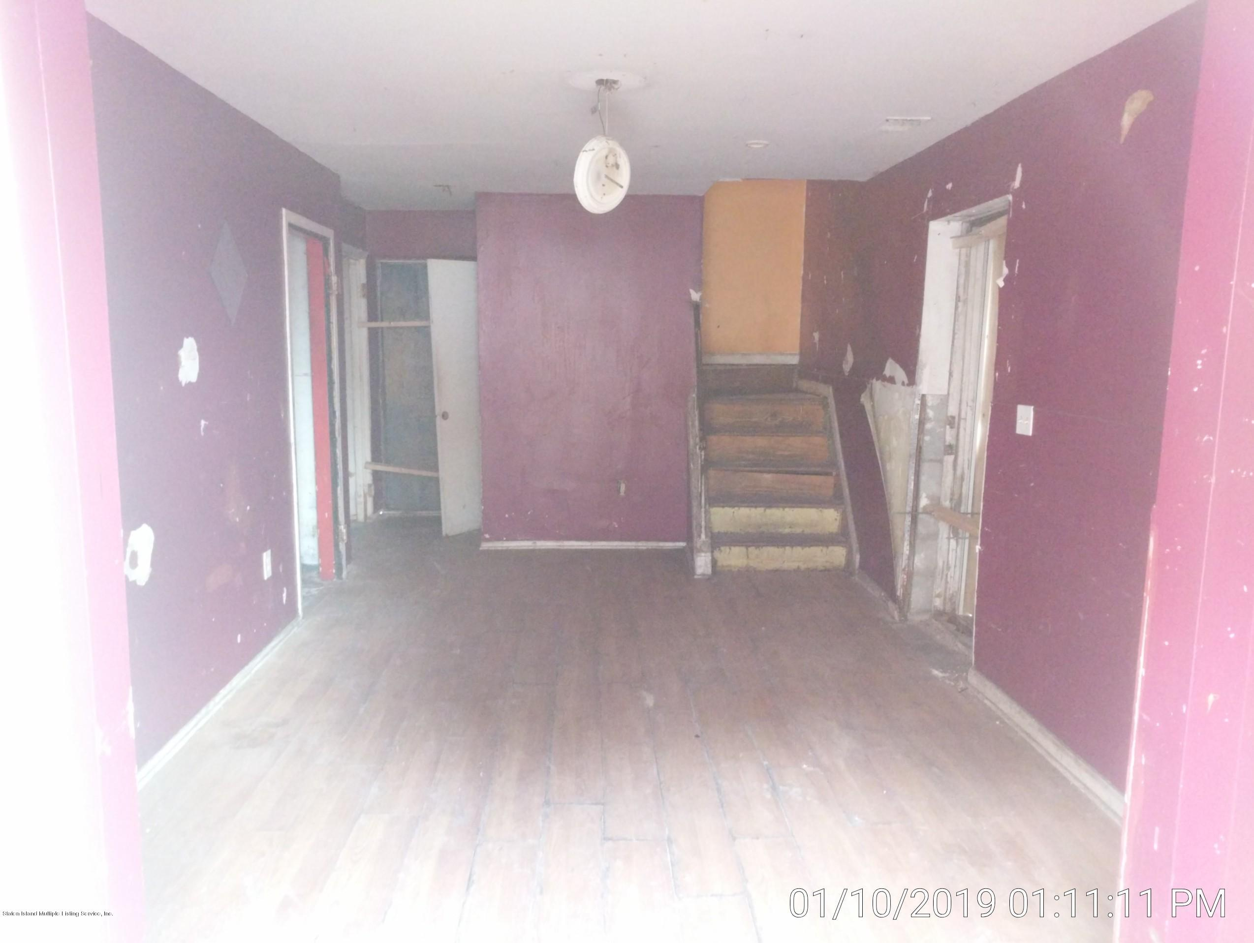 Single Family - Semi-Attached 14 Giordan Court  Staten Island, NY 10303, MLS-1125637-13