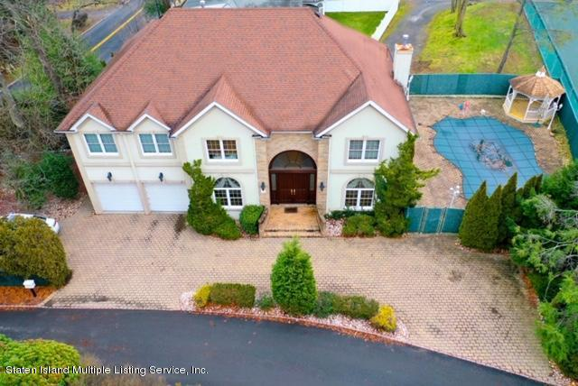 Single Family - Detached in Todt Hill - 120 Romer Road  Staten Island, NY 10304