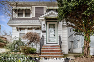 Well maintained and loved Colonial on dead end street in Westerleigh. Secluded block yet convenient to shopping and transportation.