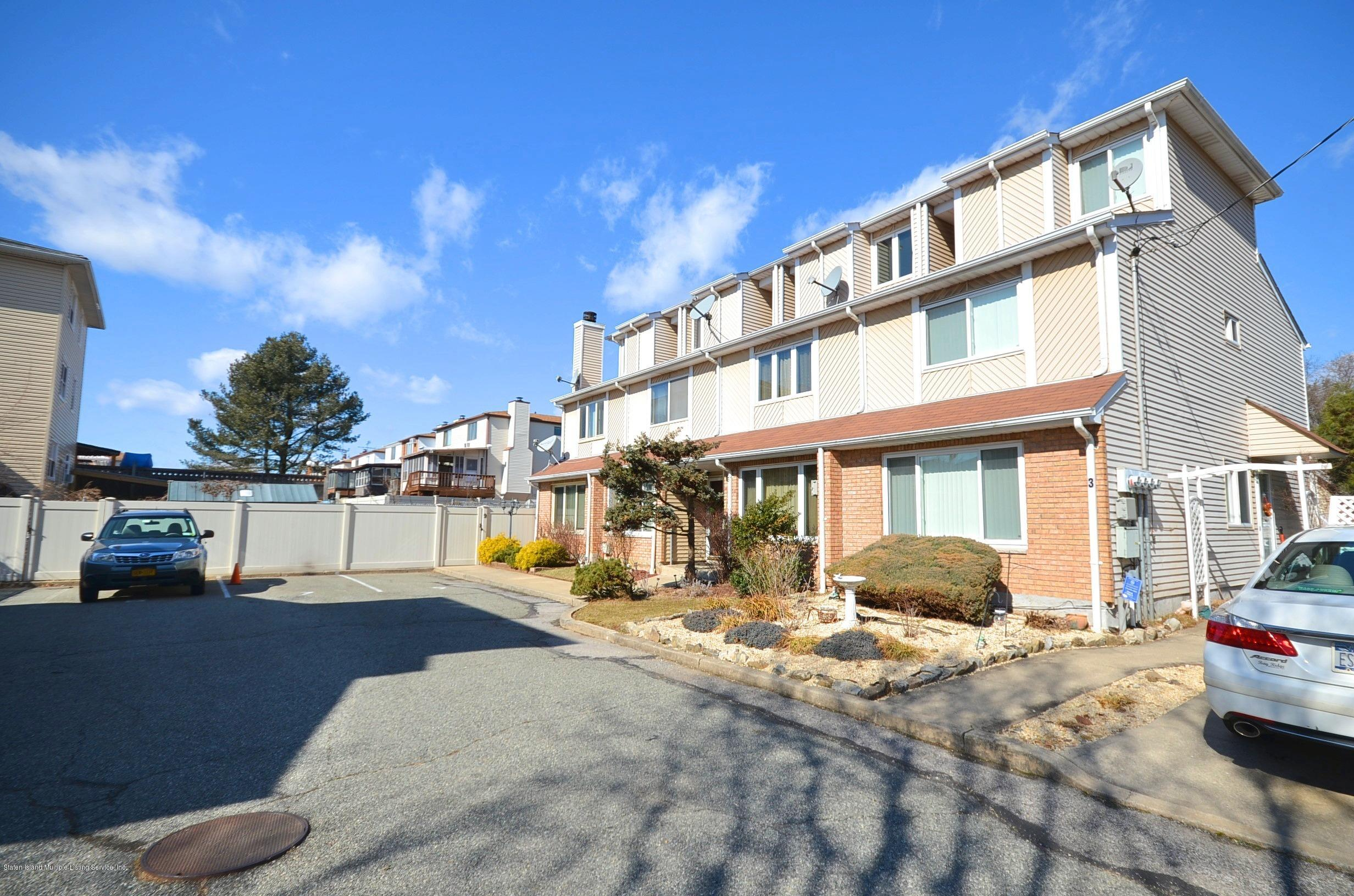 Single Family - Attached 5 Nugent Court  Staten Island, NY 10306, MLS-1126510-2