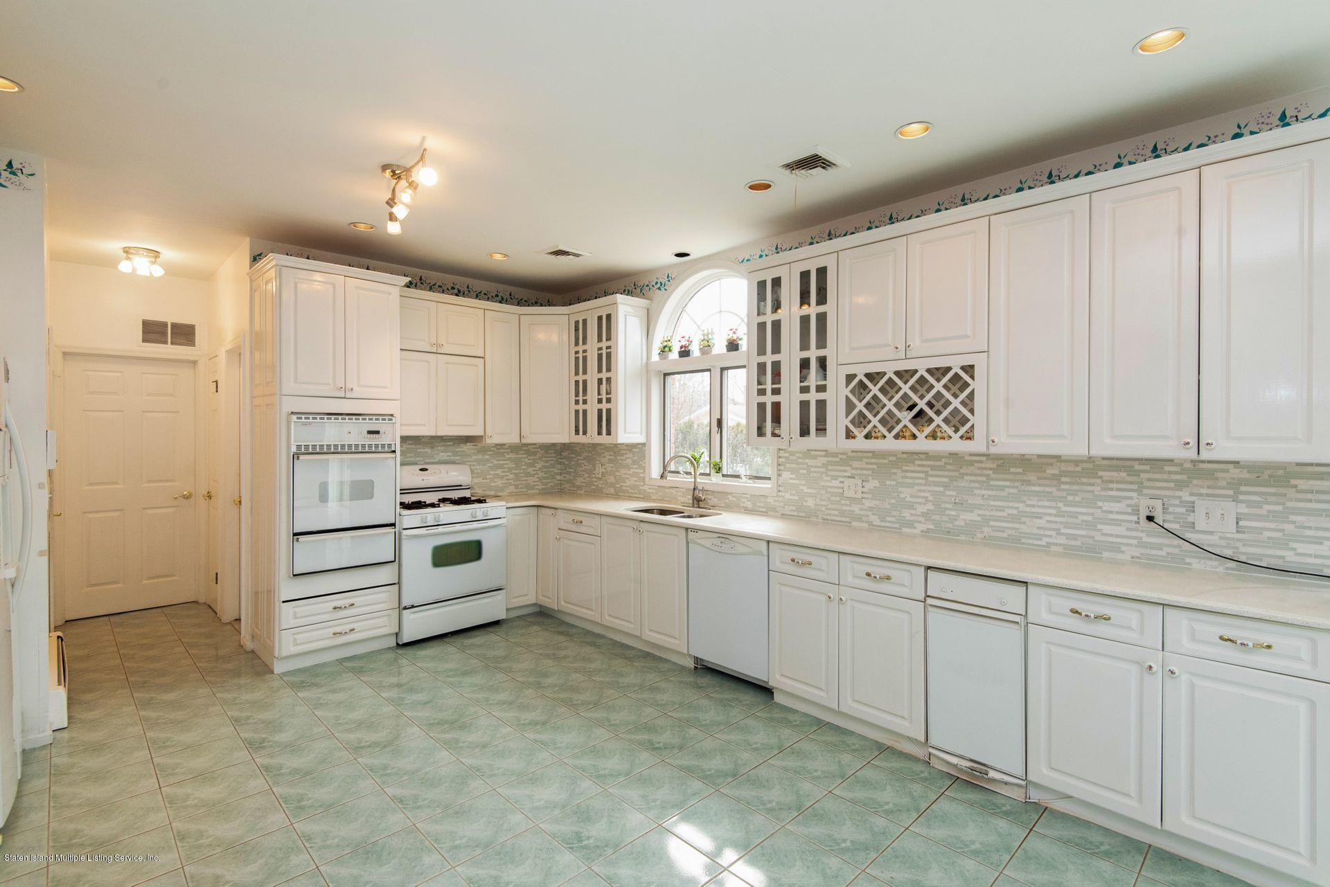 Two Family - Detached 640 Yetman Avenue  Staten Island, NY 10307, MLS-1126450-17