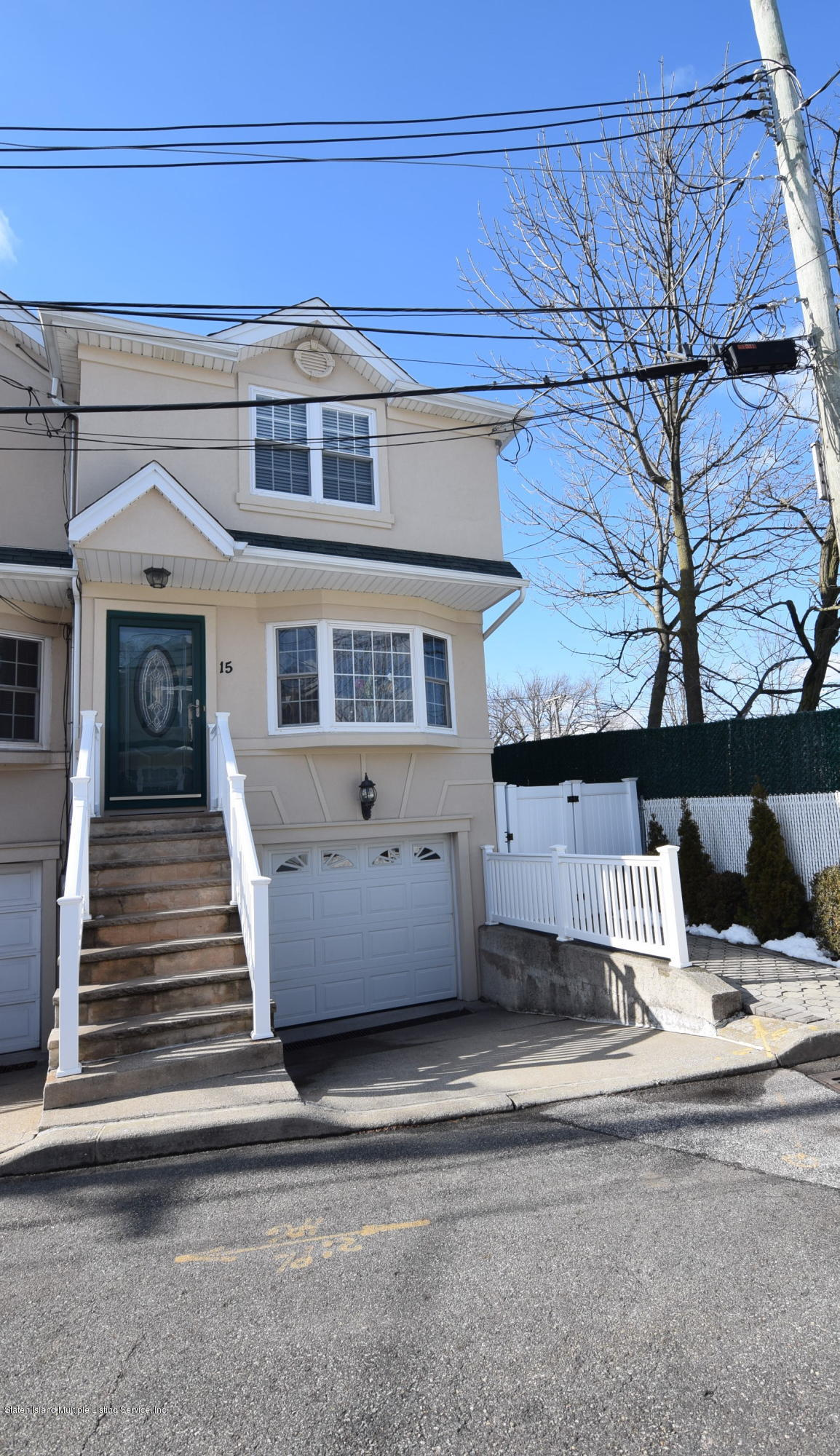 Single Family - Semi-Attached in Oakwood - New Dorp Heights - 15 Erwin Court  Staten Island, NY 10306