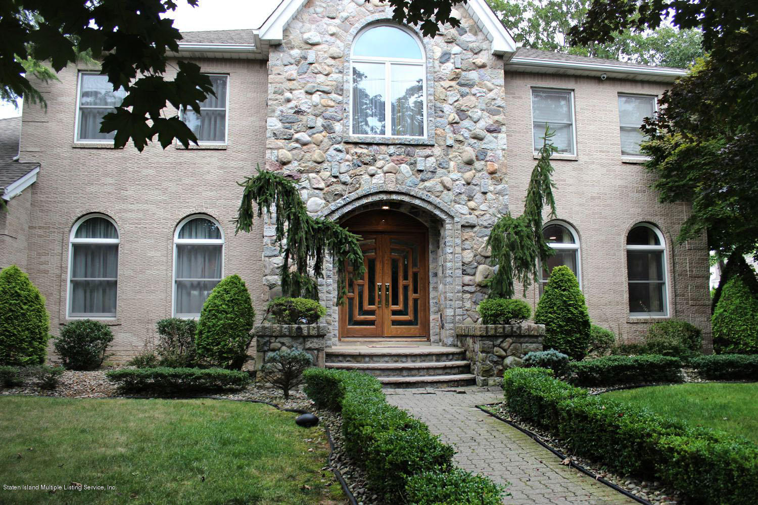 Single Family - Detached in Tottenville - 9 Poe Court  Staten Island, NY 10307