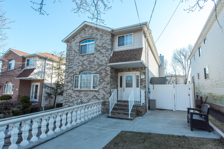 Single Family - Detached in Eltingville - 211 Getz Avenue  Staten Island, NY 10312
