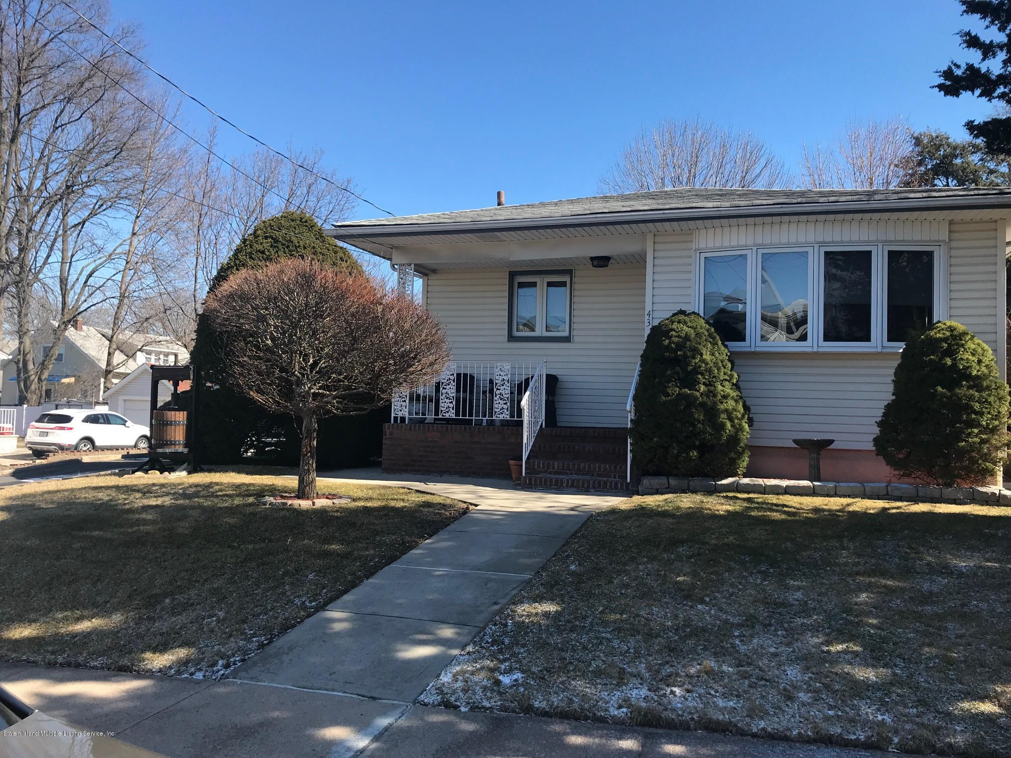 Single Family - Detached in Westerleigh - 43 Quinlan Avenue  Staten Island, NY 10314