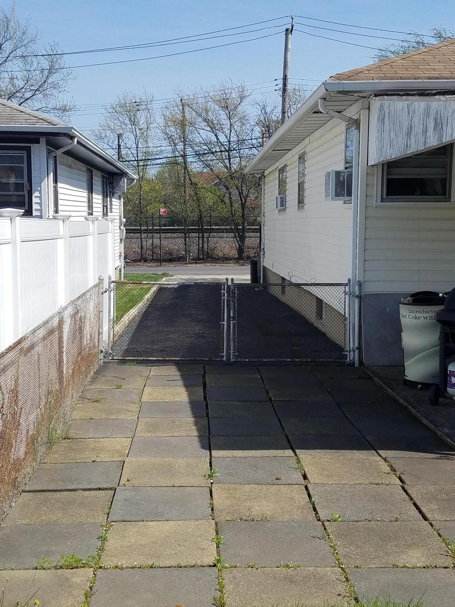 Single Family - Detached 2075 North Railroad Avenue  Staten Island, NY 10306, MLS-1127349-17