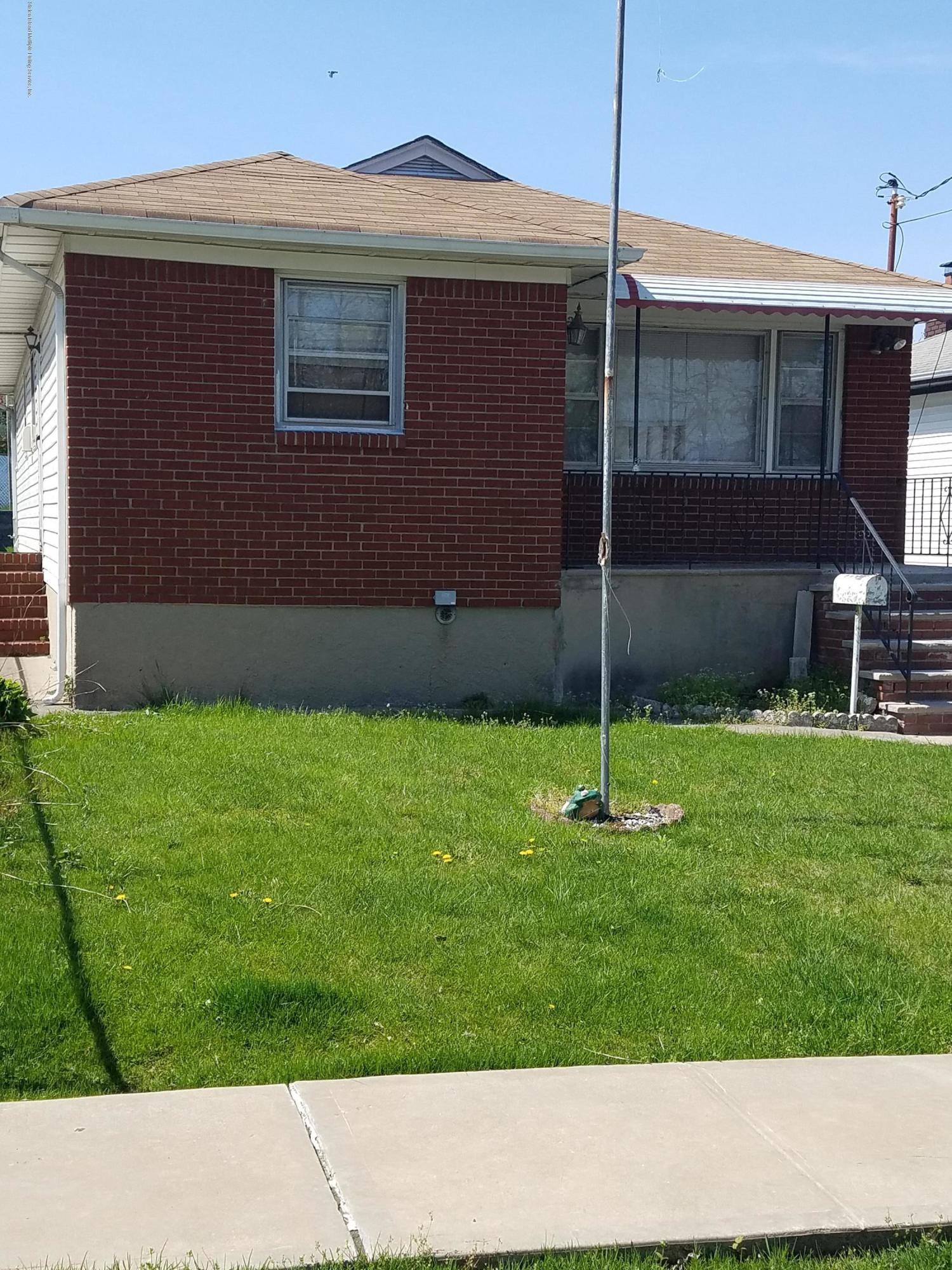 Single Family - Detached 2075 North Railroad Avenue  Staten Island, NY 10306, MLS-1127349-17