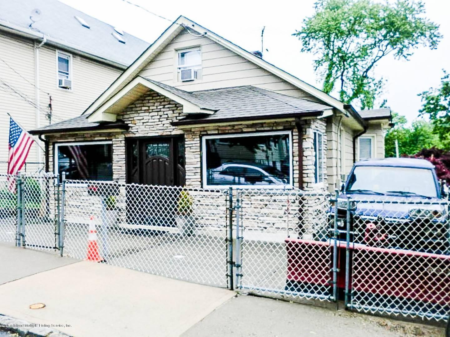Single Family - Detached in Fort Wadsworth - 452 Home Avenue  Staten Island, NY 10314