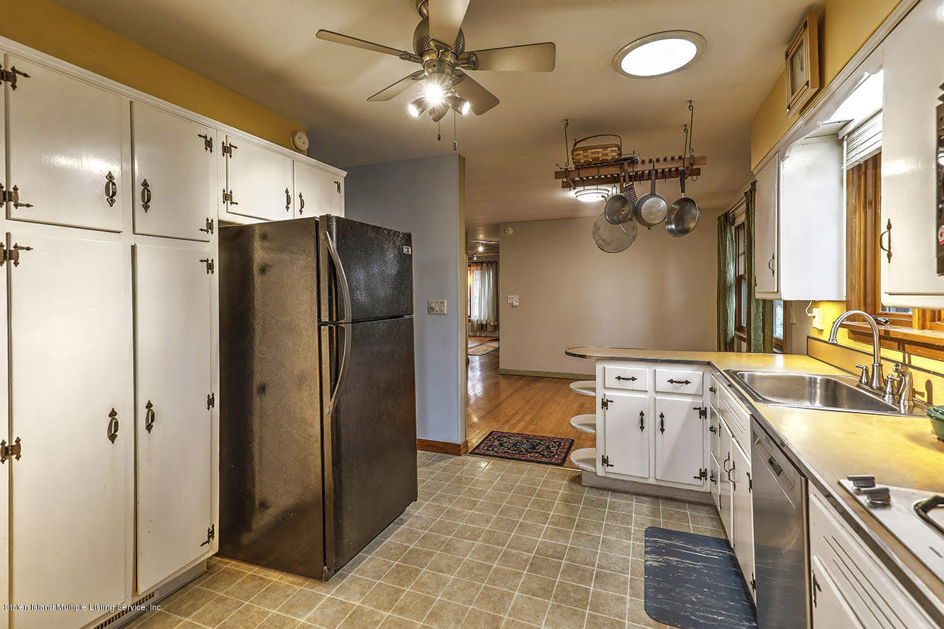 Single Family - Detached 271 Kissel Avenue  Staten Island, NY 10310, MLS-1125372-18
