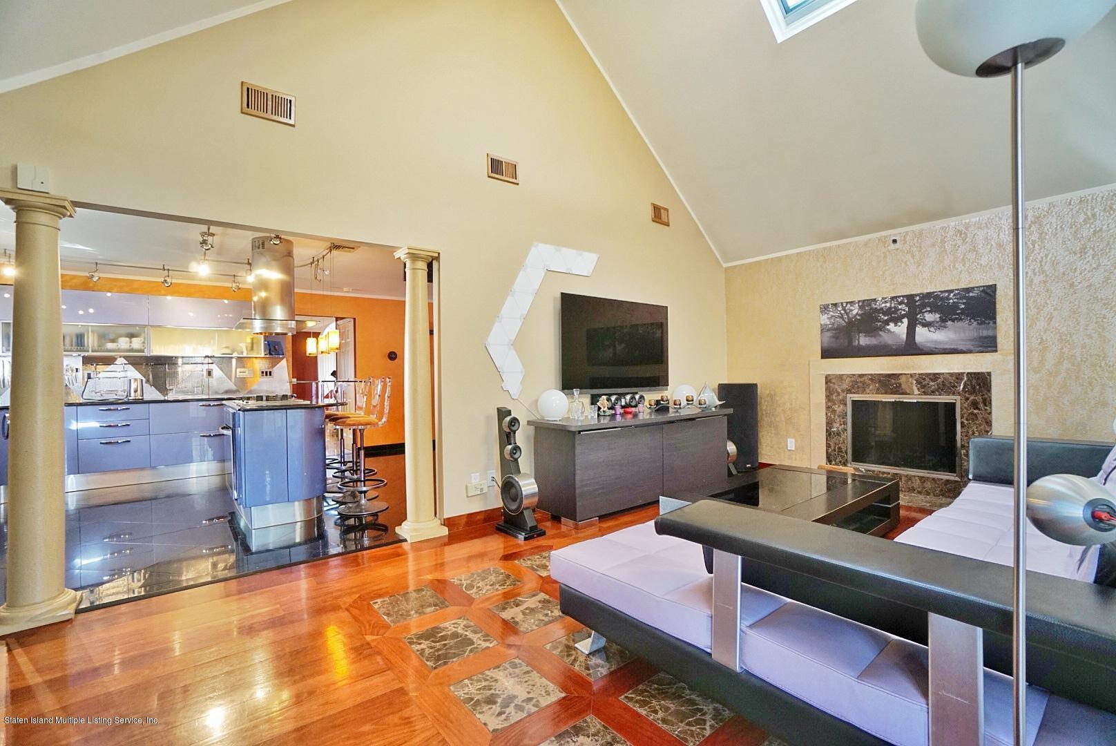 Single Family - Detached 329 Mcbaine Avenue  Staten Island, NY 10309, MLS-1127552-16