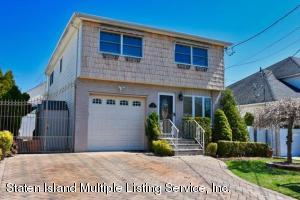 3 BEDRM-5 BATH SIDE HALL COLONIAL WITH INGROUND POOL-COME SEE ALL THE UPGRADES