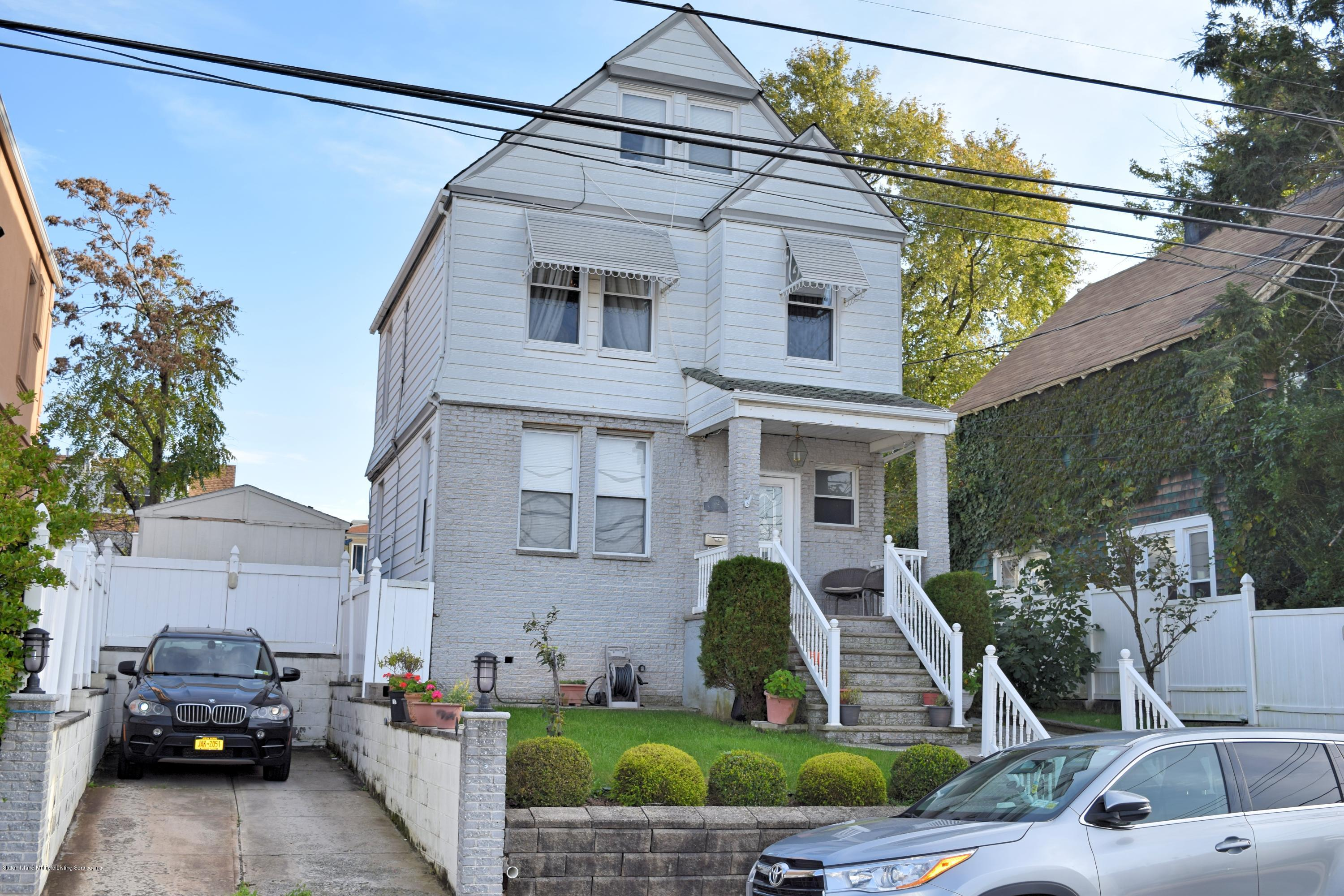 Two Family - Detached in Rosebank - 32 Scarboro Avenue  Staten Island, NY 10305