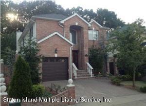 64 Covington Circle, Staten Island, NY 10312