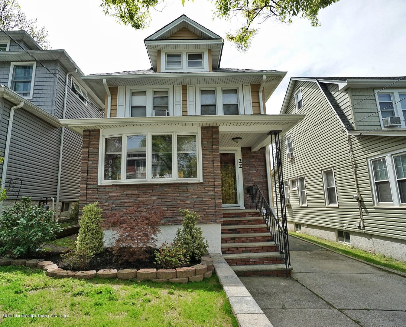 Single Family - Detached in Westerleigh - 22 Maine Avenue  Staten Island, NY 10314