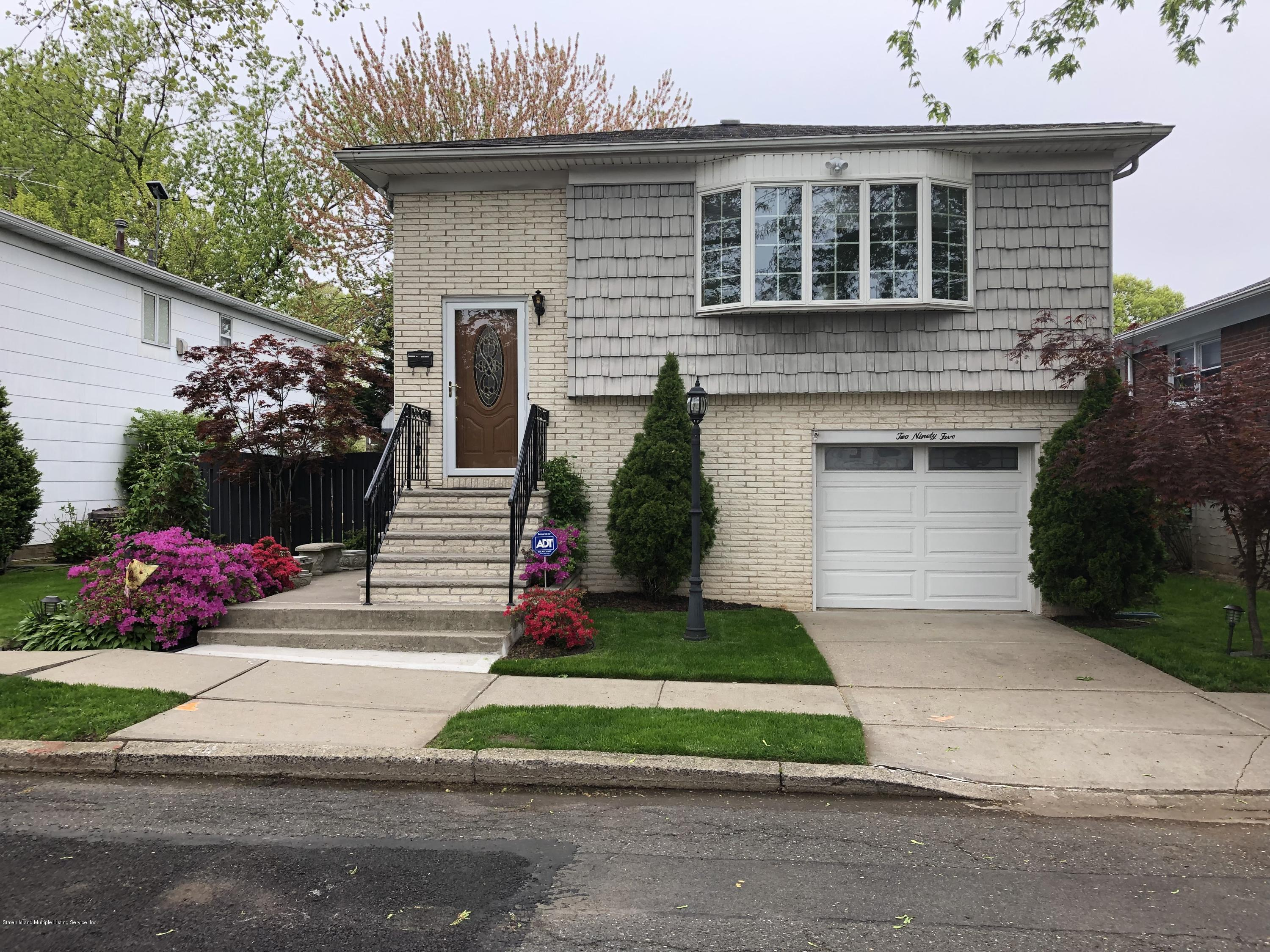 Single Family - Detached in Westerleigh - 295 Garrison Avenue  Staten Island, NY 10314