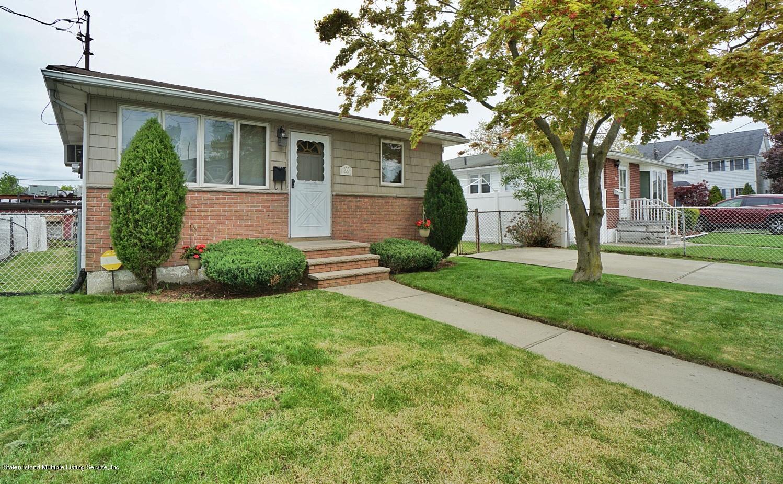 Single Family - Detached in Eltingville - 55 Lyndale Avenue  Staten Island, NY 10312