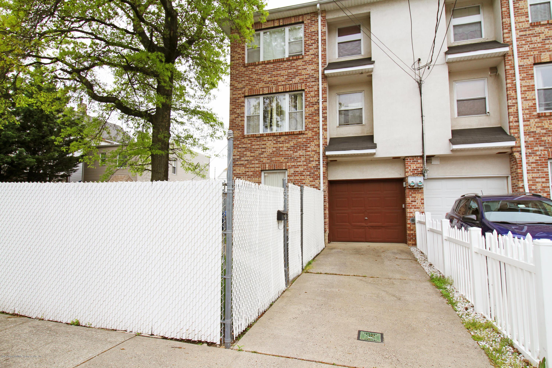 Single Family - Semi-Attached 9 Oak Street  Staten Island, NY 10305, MLS-1128788-2