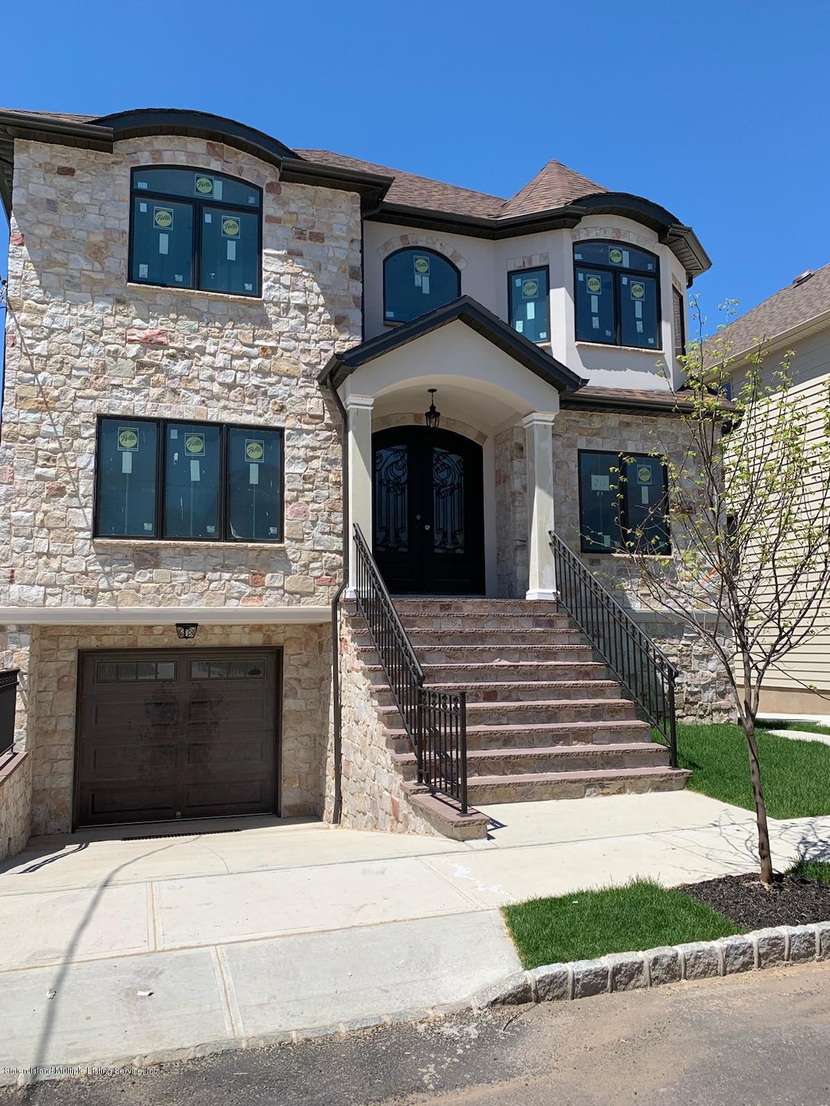 Two Family - Detached in Pleasant Plains - 20 Savona Court  Staten Island, NY 10309