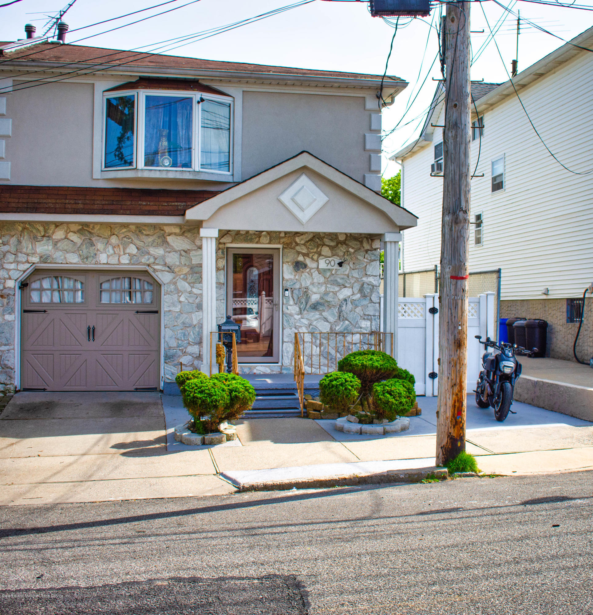 Two Family - Semi-Attached in Oakwood - 90 Cedarview Avenue  Staten Island, NY 10306